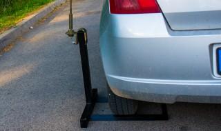 Egyszerű antenna- és árbóctartó kerék alá