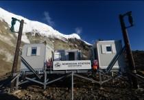 Ekspedisjon til Bouvetøya for å montere en forskningsstasjon for Norsk Polarinstitutt på Westwindstranda. Stasjonen skal huse fugle- og pattedyrforskere på sesongbasis. Som en del av hovedstasjonen ble det montert en værstasjon og webkamera som er drevet av vindkraft og hvor data samles og sendes daglig via satellitt.