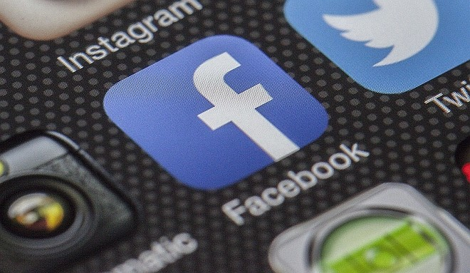 Így tudsz hívójelet írni a Facebook-profilodba