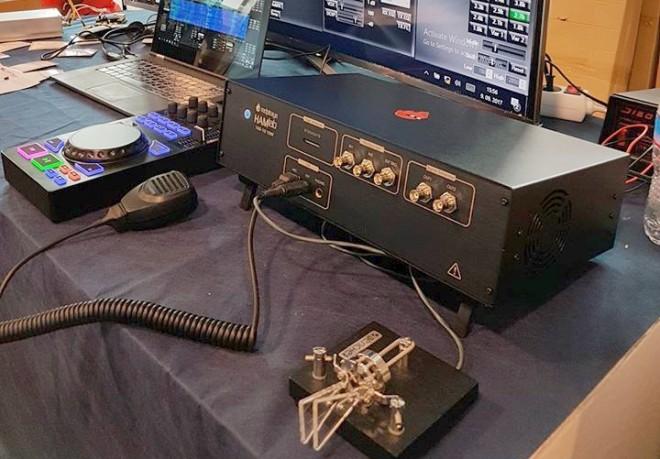 Szkóp, amivel rádiózni is lehet