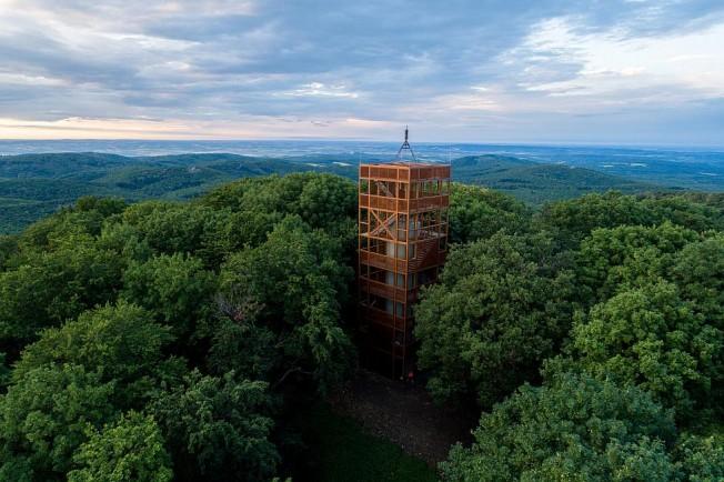 Hosszúhetény, 2020. június 29. Új, acélszerkezetû, hétemeletes, 22 méter magas kilátó a Zengõn, Hosszúhetény közelében 2020. június 29-én. MTI/Sóki Tamás