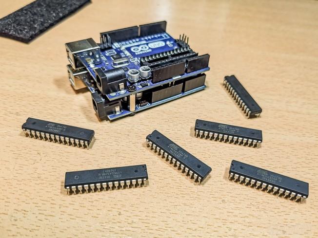 Amitől a mikrovezérlő Arduino lesz – toljuk fel a bootloadert!